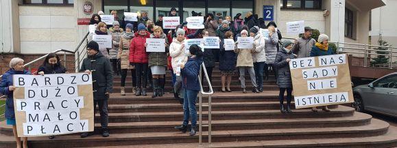 Pracownicy walczą o podwyżki przed Sądem Okręgowym w Siedlcach