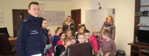 Przedszkolaki z wizytą w komendzie