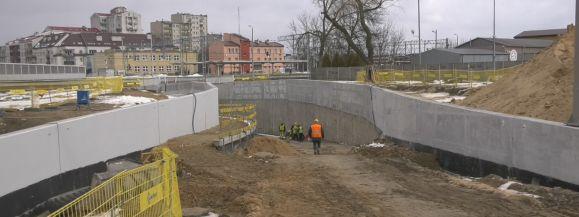 Jaka będzie wysokość tunelu pod torami? (film)