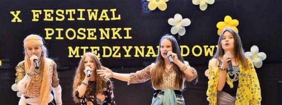 Jubileuszowy festiwal w Zespole Oświatowym w Wiśniewie