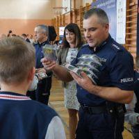 """""""Jesteś widoczny jesteś bezpieczny"""" w  Szkole Podstawowej nr 11 w Siedlcach. Akcja Urzędu Marszałkowskiego"""